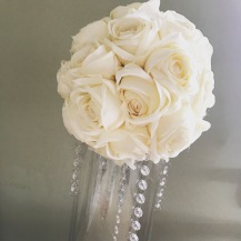 kissing-ball-centrepiece-with-crystals-on-cylinder-vases-by-lily-special-events-glasgow-wedding